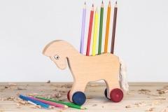 Kůň na pastelky