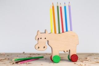 Stojánek na tužky kráva